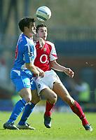 Fotball<br /> Premier League 2004/05<br /> Blackburn v Arsenal<br /> 19. mars 2005<br /> Foto: Digitalsport<br /> NORWAY ONLY<br /> Robin Van Persie of Arsenal battles for the ball with Ryan Nelsen of Blackburn Rovers