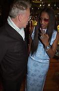 Michael White and Naomi Campbell. Shanghai Tang opening. Sloane St. 11 April 2001. © Copyright Photograph by Dafydd Jones 66 Stockwell Park Rd. London SW9 0DA Tel 020 7733 0108 www.dafjones.com