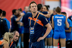 01-10-2017 AZE: Final CEV European Volleyball Nederland - Servie, Baku<br /> Nederland verliest opnieuw de finale op een EK. Servië was met 3-1 te sterk / Teammanger Rett Larson