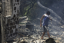 December 12, 2016 - Recife, Brazil - Children help find victims' belongings.During the morning of Monday (12), the fire hit the favela Vila Santa Luzia, in the city of Recife. Dozens of people had their homes burned by fire and three men had severe burns on their bodies. In Recife, Northeast Brazil, December 12, 2016. (Credit Image: © Diego Herculano/NurPhoto via ZUMA Press)