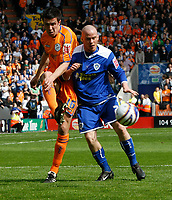 Photo: Steve Bond/Richard Lane Photography. <br /> Leicester City v Sheffield Wednesday. Coca-Cola Championship. 26/04/2008. Iain Hume (R) grapples with Richard Wood (L)