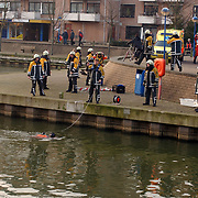 Melding auto te water Oostermeent Noord, brandweer duiker