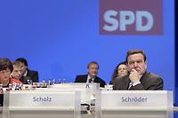18 NOV 2003, BOCHUM/GERMANY:<br /> Gerhard Schroeder, SPD, Bundeskanzler, SPD Bundesparteitag, Ruhr-Congress-Zentrum<br /> IMAGE: 20031118-01-001<br /> KEYWORDS: Parteitag, party congress, SPD-Bundesparteitag, nachdenklich, Gerhard Schröder