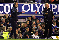 Photo: Paul Thomas.<br />Everton v Tottenham Hotspur. The Barclays Premiership. 21/02/2007.<br /><br />Managers David Moyes (L) of Everton and Martin Jol tries to get their messages across.