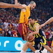 Galatasaray's Ermal KURTOGLU (L) and Fenerbahce Ulker's Roko Leni UKIC (R) during their Turkish Basketball league Play Off Final third leg match Galatasaray between Fenerbahce Ulker at the Abdi Ipekci Arena in Istanbul Turkey on Thursday 09 June 2011. Photo by TURKPIX