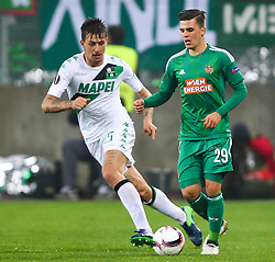 20.10.2016, Weststadion, Wien, AUT, UEFA EL, SK Rapid Wien vs US Sassuolo Calcio, Gruppe F, im Bild Francesco Acerbi (US Sassuolo Calcio) und Thomas Murg (SK Rapid Wien) // during a UEFA Europa League group F match between SK Rapid Vienna and US Sassuolo Calcio at the Weststadion, Vienna, Austria on 2016/10/20. EXPA Pictures © 2016, PhotoCredit: EXPA/ Thomas Haumer