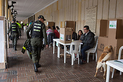 Kolumbien - Friedensvertrag mit der Farc scheitert im Referendum / 021016Bogota, Cundinamarca, Colombia - 02.10.2016        <br /> <br /> <br /> ***  High security precautions near the polling station at the Plaza de Bolivar in Bogota. Peace contract referendum in Colombia. The Colombian citizens voting if the peace treaty negotiated between the government and the left FARC guerrilla becomes valid. The FARC has been in war with the Colombian government for 52 years.<br /> ***