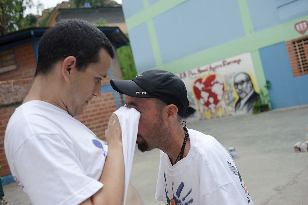 Pedro Martin helps Maickel taking out some dust from his eyes. September 24th, 2011.