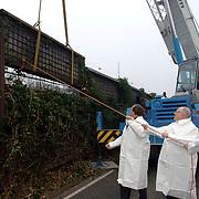 NLD/Bussum/20060201 - Minister Carla Peijs en Veerman starten renovatie geluidsschermen langs snelweg A1