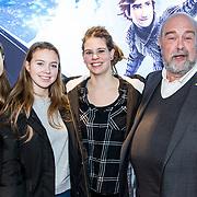 NLD/Amsterdam/20190112 - Premiere Hoe Tem je een Draak 3, Bert Simhoffer met zijn gezin