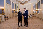 De Franse president Emmanuel Macron tijdens een bezoek aan koning Willem-Alexander. Het bezoek heeft plaats in het kader van de top van staatshoofden en regeringsleiders van de Europese Unie.<br /> <br /> The French president Emmanuel Macron during a visit to King Willem-Alexander. The visit will take place within the framework of the summit of Heads of State and Government of the European Union.