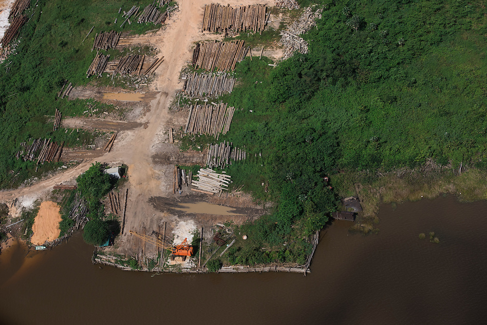 Logging<br /> Essequibo River<br /> Iwokrama<br /> Rurununi<br /> GUYANA<br /> South America<br /> Longest river in Guyana