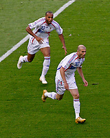 Photo: Glyn Thomas.<br />Italy v France. FIFA World Cup 2006 Final. 09/07/2006.<br /> France's Zinedine Zidane (R) celebrates scoring his early penalty with Thierry Henry.