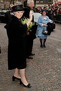Koningin Beatrix opent jubileumexpositie Frans Hals Museum. Ter gelegenheid van het 100-jarig bestaan van het museum zijn schilderijen van Hals te zien tussen werk van bekende voorgangers en tijdgenoten. <br /> <br /> Queen Beatrix opens jubilee exhibition Frans Hals Museum. To mark the 100th anniversary of the museum are paintings by Hals seen between work of famous predecessors and contemporaries.<br /> <br /> Op de foto/Onthe Photo: <br /> <br />  Aankomst Koningin Beatrix bij de Grote kerk in Haarlem, waar de opening plaats vond // Arrival Queen Beatrix at the Great Church in Haarlem, where the opening took place