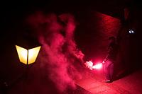 Bialystok, 13.01.2020. Kilkuset kibicow klubu pilkarskiego Jagiellonia Bialystok odpalilo kolorowe race w centrum miasta. Byl to jeden z pierwszych elementow obchodow jubileuszu 100. rocznicy powstania Jagiellonii fot Michal Kosc / AGENCJA WSCHOD