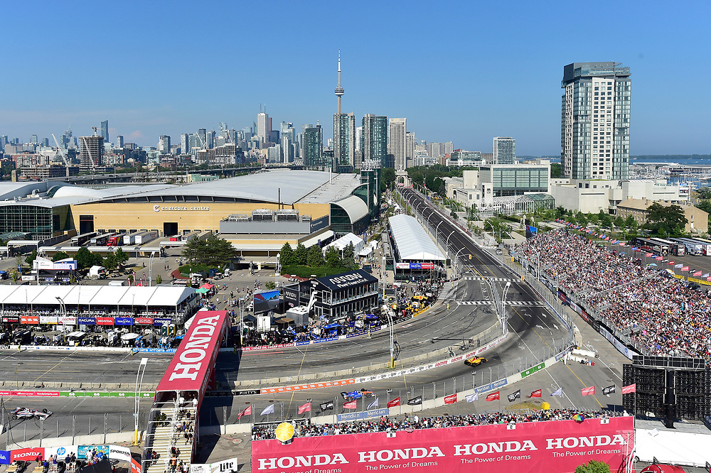 Ryan Hunter-Reay, Andretti Autosport Honda, Scott Dixon, Chip Ganassi Racing Honda, Toronto skyline<br /> Sunday 15 July 2018<br /> Honda Indy Toronto<br /> Verizon IndyCar Series<br /> Streets of Toronto ON CAN<br /> World Copyright: Scott R LePage