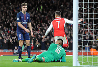 Football - 2016 / 2017 UEFA Champions League - Group A: Arsenal vs. Paris Saint-Germain<br /> <br /> Marco Verratti of PSG stabs the ball into his own net (not in picture) for Arsenal's second goal at The Emirates.<br /> Thomas Meunier of PSG (12)<br /> <br /> COLORSPORT/ANDREW COWIE