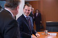 23 JAN 2013, BERLIN/GERMANY:<br /> Daniel Bahr, FDP, Bundesgesundheitsminister, vor Beginn der Kabinettsitzung, Bundeskanzleramt<br /> IMAGE: 20130123-01-001<br /> KEYWORDS: Kabinett, Sitzung