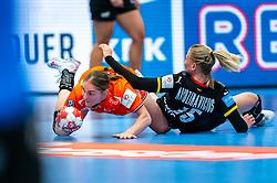 Laura van der Heijden of Netherlands, Kim Naidzinavicius of Germany in action during the Women's EHF Euro 2020 match between Netherlands and Germany at Sydbank Arena on december 14, 2020 in Kolding, Denmark (Photo by RHF Agency/Ronald Hoogendoorn)