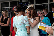 BEVERLEY KNIGHT; NAOMI HARRIS; MAKEUP ARTIST; TONYA MELI, Glorious Goodwood. Ladies Day. 28 July 2011. <br /> <br />  , -DO NOT ARCHIVE-© Copyright Photograph by Dafydd Jones. 248 Clapham Rd. London SW9 0PZ. Tel 0207 820 0771. www.dafjones.com.