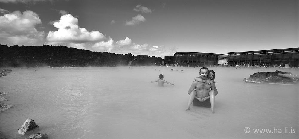 Tourists at the Blue lagoon, Iceland - Ferðamenn í Bláa lóninu