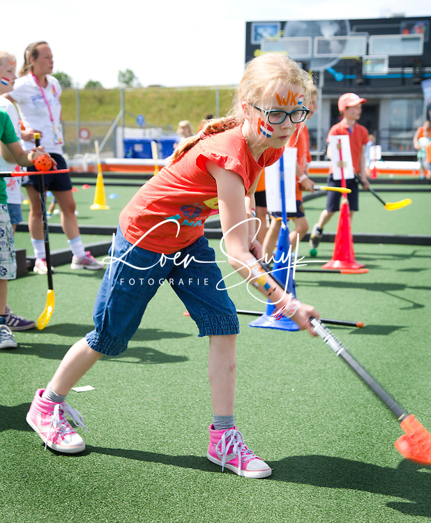 DEN HAAG - Kidsplaza. In het promodorp bij  Rabobank World Cup Hockey 2014 . COPYRIGHT KOEN SUYK