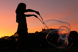 September 29, 2018 - Quezon City, Philippines - A girl tries to make giant bubbles during the weekend. (Credit Image: © Rouelle Umali/Xinhua via ZUMA Wire)