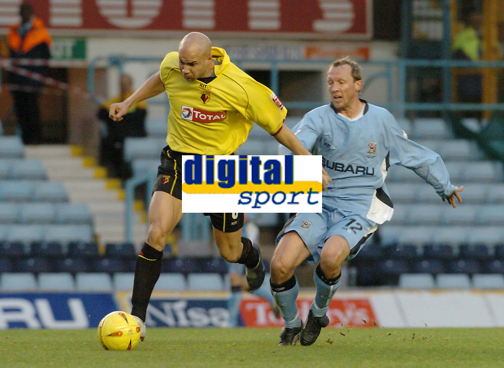 Fotball<br /> England 2004/2005<br /> 18.12.2004<br /> Foto: SBI/Digitalsport<br /> NORWAY ONLY<br /> <br /> Coventry City v Watford <br /> Coca Cola Championship. 18/12/2004.<br /> <br /> Watfords Gavin Mahon shrugs off Coventrys Andy Morrell