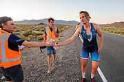 De avondrun op de zevende en laatste racedag. Het Human Power Team Delft en Amsterdam, dat bestaat uit studenten van de TU Delft en de VU Amsterdam, is in Amerika om tijdens de World Human Powered Speed Challenge in Nevada een poging te doen het wereldrecord snelfietsen voor vrouwen te verbreken met de VeloX 9, een gestroomlijnde ligfiets. Dat staat sinds 13 september 2019 op naam van Ilona Peltier met 126,52 km/u. De Canadees Todd Reichert is de snelste man met 144,17 km/h sinds 2016.<br /> <br /> With the VeloX 9, a special recumbent bike, the Human Power Team Delft and Amsterdam, consisting of students of the TU Delft and the VU Amsterdam, wants to set a new woman's world record cycling in September at the World Human Powered Speed Challenge in Nevada. The current record is 126,52 km/h by Ilona Peltier.  The fastest man is Todd Reichert with 144,17 km/h.