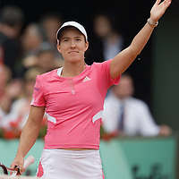 05 June 2007: Belgian player Justine Henin thanks the audience during the French Tennis Open quarter final match won 6-4, 6-3 by Justine Henin over Serena Williams on day 10 at Roland Garros, in Paris, France.