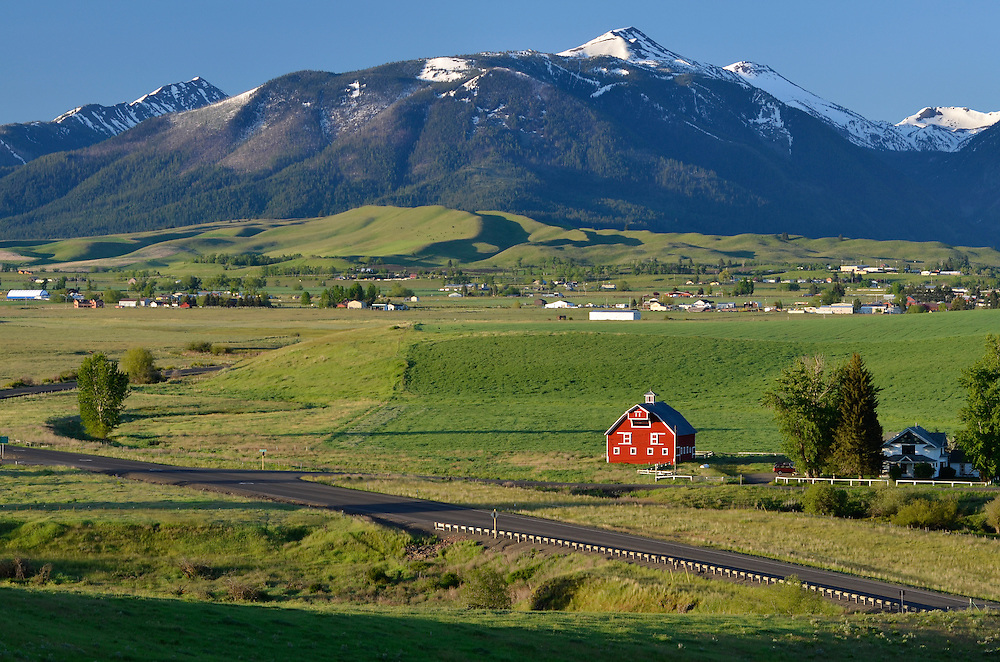 Barn in Oregon's Wallowa Valley, with the Wallowa Mountains in the background.