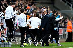 Newcastle United manager Rafa Benitez and the Newcastle United bench celebrate their late winning goal against Norwich City - Mandatory by-line: Robbie Stephenson/JMP - 28/09/2016 - FOOTBALL - St James Park - Newcastle upon Tyne, England - Newcastle United v Norwich City - Sky Bet Championship