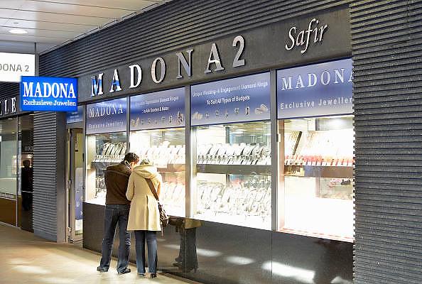 Belgie, Antwerpen, 8-10-2012Stadsgezicht, straatbeeld van deze stad in Vlaanderen. Juweliers, diamantairs bij het centraal station, Joodse wijk.Foto: Flip Franssen/Hollandse Hoogte