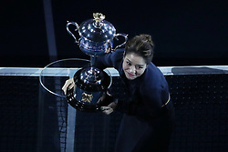 BEIJING, Jan. 27, 2019  Li Na of China presents the Daphne Akhurst Memorial Cup at a ceremony before the women's singles final match between Naomi Osaka of Japan and Petra Kvitova of the Czech Republic at 2019 Australian Open in Melbourne, Australia, Jan. 26, 2019. (Credit Image: © Bai Xuefei/Xinhua via ZUMA Wire)