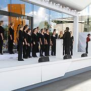 NLD/Amsterdam/20120922 - Koningin Beatrix opent het Vernieuwde Stedelijk Museum , Het Nationaal Jeugdkoor