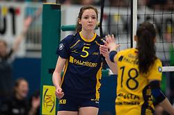 07-12-2014 GER: USC Muenster - Schweriner SC, Munster<br /> Lonneke Sloetjes (#5 Schwerin), Stefanie Golla (#18 Schwerin) enttäuscht / enttaeuscht / traurig <br /> <br /> ***NETHERLANDS ONLY***