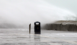 F6FMYJ Portsmouth, Hampshire, UK. 17th November, 2015. GV of  Waves at High Tide Southsea Hampshire . With Storm Barney about to pass over the area. Shipping and Travel has been effected in the area due to the high winds. Wightlink and Hovertravel have suspended their services. © uknip/Alamy Live News