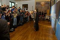 07 AUG 2002, BERLIN/GERMANY:<br /> Sabine Christiansen (blond), ARD TV Moderatorin, und Maybritt Illner (bruenett), ZDF TV Moderatorin, waehrend einem Fototermin zu einer Pressekonferenz von ARD und ZDF zu den bevorstehenden TV Duellen zwischen Kanzler und Unions-Kanzlerkandidat, Museum fuer Kommunikation<br /> IMAGE: 20020807-01-011<br /> KEYWORDS: Fernsehduell, Duell, Wahlkampf, Polit-Talk, Fotograf, Fotografen, Fotojournalisten,