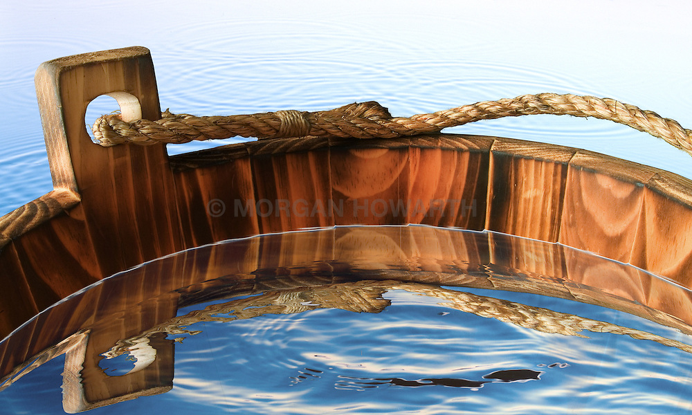 Wood water bucket