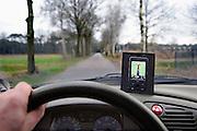 Nederland, Heeswijk-Dinther, 6-3-2009Auto rijdt op een landweg, geleidt door navigatie in een gsm telefoon.Foto: Flip Franssen/Hollandse Hoogte