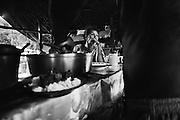 French guyana, dorlin, inini.<br /> <br /> Exploitation aurifere, crique Jacque Far, cuisiniere. Les garimpeiros passent 2 a 3 mois en foret. Les cuisinieres s'occupent de l'intendance... et des hommes.