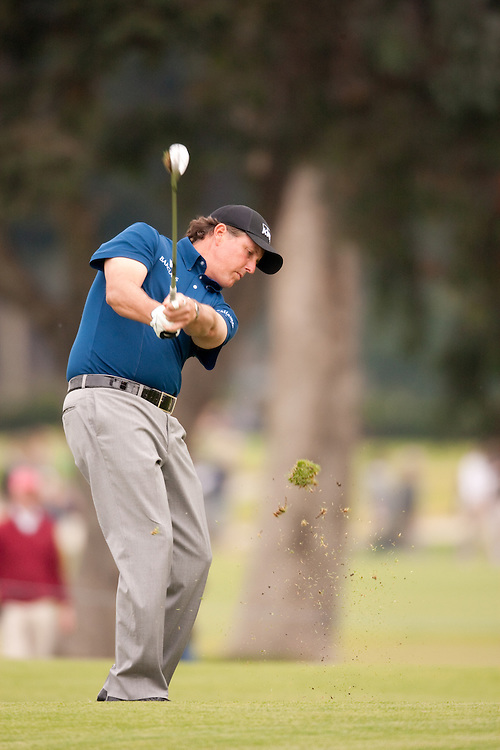 PACIFIC PALISADES, CA - FEBRUARY 22:  Phil Mickelson hits a shot during the fourth round of the 2009 Northern Trust Open at Riviera Country Club in Pacific Palisades, California on Sunday, February 22, 2009. (Photograph by 2009 Darren Carroll)  *** Local Caption *** Phil Mickelson