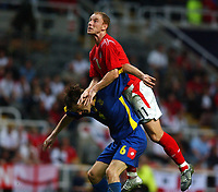 Fotball<br /> Foto: SBI/Digitalsport<br /> NORWAY ONLY<br /> <br /> 18/08/2004. International Friendly<br /> <br /> England V Ukraina<br /> <br /> England's Nicky Butt gets above Ukraine's Oleg Shelayev