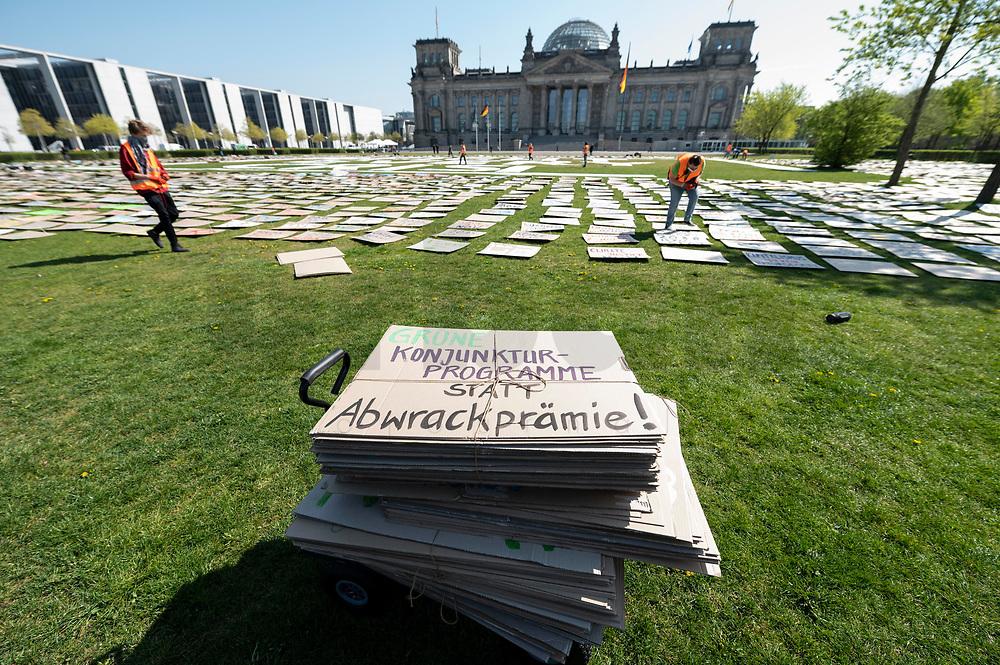 24 APR 2020, BERLIN/GERMANY:<br /> Aktion von Fridays for Future im Rahmen von Netzstreik fuers Klima, #netzstreikfuersklima : Aktivisten befestigen hunderte von Schildern mit Forderungen zur Rettung des Klimas auf dem Platz der Republik vor dem Deutschen Bundestag / Reichstagsgebaeude<br /> IMAGE: 20200424-01-001<br /> KEYWORDS: Demo, Demonstration, Protest, Klimawandel, climate change, action, Corona, #netzstreikfürsklima