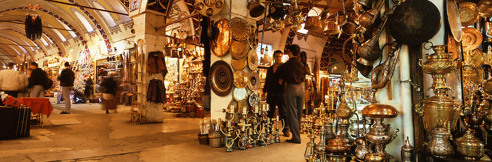 TURKEY, ISTANBUL, KAPALI �ARSI  (Grand Covered Bazaar) with 4000 shops, some dating from the 15thc.; selling a great variety of items