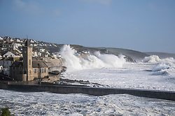 © London News Pictures. 16/10/2017. Portleven, UK. Huge waves batter the coastline at Portleven in Cornwall as the remnants of storm system Ophelia reaches the UK. The Met Office has issued an Amber weather warning, with a good chance that power cuts may occur, with the potential to affect other services, such as mobile phone coverage.. Photo credit: Mark Hemsworth/LNP