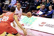 DESCRIZIONE : Milano Lega A 2012-13 EA7Emporio Armani  Grissin Bon Reggio Emilia<br /> GIOCATORE : jerrells Curtis<br /> CATEGORIA : Palleggio<br /> SQUADRA : EA7 Emporio Armani Milano<br /> EVENTO : Campionato Lega A 2013-2014<br /> GARA : EA7Emporio Armani  Grissin Bon Reggio Emilia<br /> DATA : 24/11/2013<br /> SPORT : Pallacanestro <br /> AUTORE : Agenzia Ciamillo-Castoria/I.Mancini<br /> Galleria : Lega Basket A 2013-2014  <br /> Fotonotizia : Milano Lega A 2013-2014 EA7Emporio Armani  Grissin Bon Reggio Emilia<br /> Predefinita :
