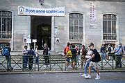 Riapertura Scuola, studenti dell'Istituto Avogadro al primo giorno di scuola dopo la quarantena covid-19. Torino, Italia - settembre 2020