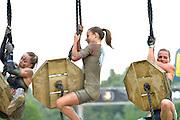 Nederland, Wijchen, 12-6-2016                    In Wijchen werd de EK obstacle run, vikingrun gehouden. Een zwaar parcours door modderbaden en met hindernissen zoals een stormbaan met prikkeldraad, houten wanden en touwen met obstakels. Op het einde een glijbaan van een meter of 20 hoog die eindigt in een waterbad.FOTO: FLIP FRANSSEN