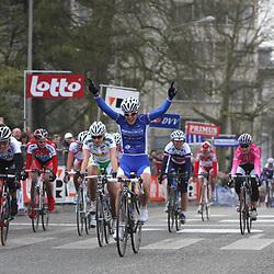Sportfoto archief 2006-2010<br /> 2009<br /> Suzanne de Goede wint de omloop het Nieuwsblad voor vrouwen voor Noemi Cantele en Kelly Druyts.